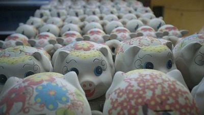 Những làng gốm tất bật sản xuất lợn đất dát vàng cho Tết Kỷ Hợi