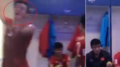 Cầu thủ Việt Nam nhảy múa tưng bừng trong phòng thay đồ sau chiến thắng trước Jordan