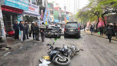 Toàn cảnh ô tô 'điên' gây tai nạn trên phố Thủ đô
