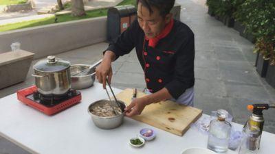 Làm tai heo ngâm giấm theo cách của đầu bếp nổi tiếng