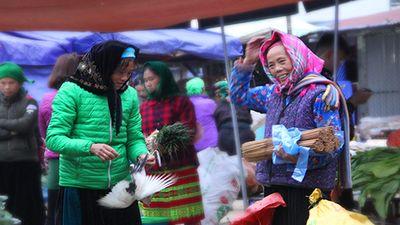 Độc đáo chợ phiên Đồng Văn ngày cuối tuần