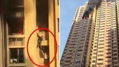 Lạnh người xem cặp đôi giúp nhau thoát khỏi đám cháy trên tầng 25