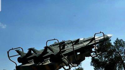 Israel bất ngờ không kích, phòng không Syria quyết liệt trả đòn