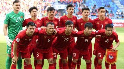 Clip: ĐT Việt Nam ăn mừng tưng bừng trong phòng thay đồ