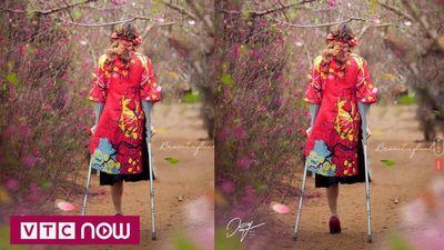 Bức ảnh cô gái khuyết tật giữa rừng hoa xuân khiến dân mạng xúc động