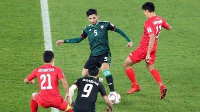 Chủ nhà UAE đi tiếp nhờ bàn thắng ở hiệp phụ