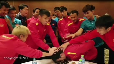 Thầy Park 'giăng bẫy' Đức Huy cực lầy và cái kết 'đắng lòng' cho tiền vệ tuổi Hợi