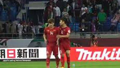 Trước tứ kết đối đầu Nhật Bản, hình ảnh đẹp của Quang Hải với Minh Vương ở trận gặp Jordan khiến fans bất ngờ