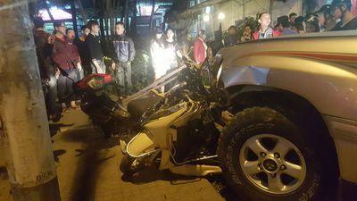 Dừng đèn đỏ cũng thiệt mạng, xe máy quá yếu thế