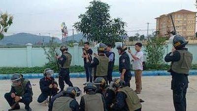 Toàn cảnh cuộc vây bắt nhóm buôn ma túy ôm súng cố thủ trong xe