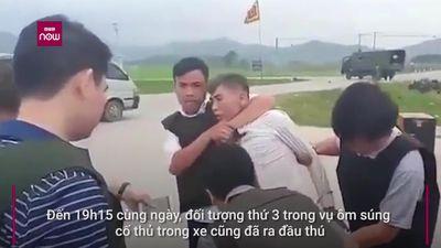 Clip: Cận cảnh khống chế 3 kẻ ôm súng cố thủ trong xe ở Hà Tĩnh