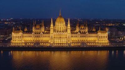 Mục sở thị tòa nhà được trang trí tới 40kg vàng