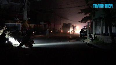 Nhà xưởng bị lửa thiêu rụi trong đêm ở Sài Gòn