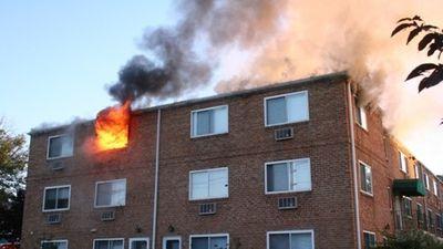 Bị mẹ cằn nhằn, người đàn ông phóng hỏa đốt nhà