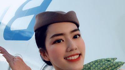 Nữ tiếp viên hàng không xinh đẹp múa trên máy bay là ai?