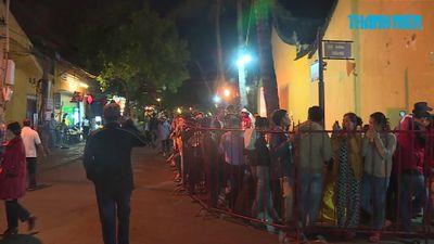 Nửa đêm, xếp hàng cả cây số dự lễ vía Quan Thánh Đế Quân tại Hội An