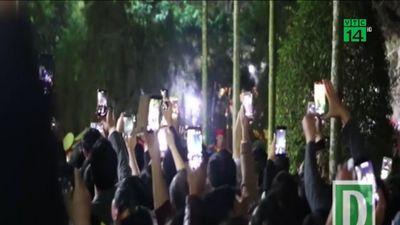 'Mưa tiền' tái diễn tại lễ hội khai ấn đền Trần