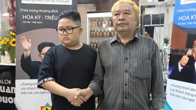 Clip: Người Hà Nội lớn bé thích thú cắt tóc kiểu ông Trump, ông Un