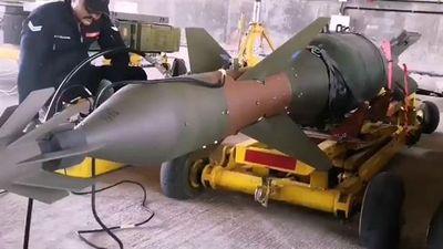 Ấn Độ khoe cảnh nạp bom chính xác Mỹ cho Su-30
