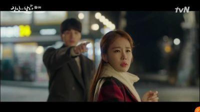 'Touch Your Heart' tập 6: Vừa phủ nhận tin đồn hẹn hò, Lee Dong Wook đã chủ động tỏ tình với Yoo In Na