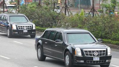 Cận cảnh 'quái thú' của Tổng thống Trump cùng đoàn xe di chuyển trên đường Hà Nội