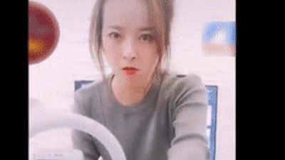 Vợ tung 'tuyệt chiêu' dằn mặt khi chồng đòi ra quán hát karaoke