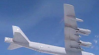 Su-27 Nga chặn oanh tạc cơ B-52 Mỹ tiếp cận biên giới