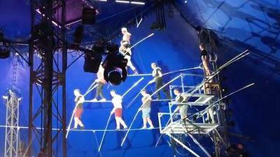 Biểu diễn lỗi, 8 người biểu diễn mạo hiểm té sầm trên sân khấu