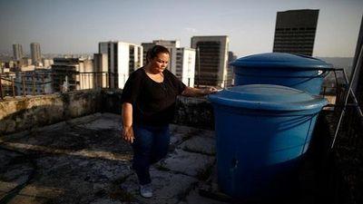 Khốn khổ cuộc sống người dân Venezuela khi nước 'quý hơn vàng'