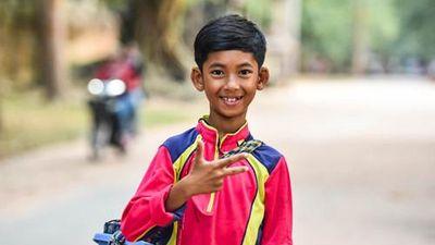 Cậu bé người Campuchia có thể nói tới 16 ngôn ngữ khác nhau