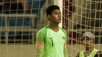 Tình huống nhận thẻ đỏ hài hước của thủ môn U23 Indonesia