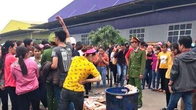 Nghi nhà bếp sử dụng thịt gà thối gần 1.000 công nhân bỏ ăn trưa