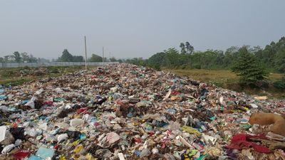 TP Phúc Yên, Vĩnh Phúc: Hàng chục tấn rác thải sinh hoạt 'bủa vây' bên sông Cà Lồ