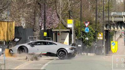 Siêu xe Lamborghini Huracan Performante nát bét sau màn khoe của ông chủ