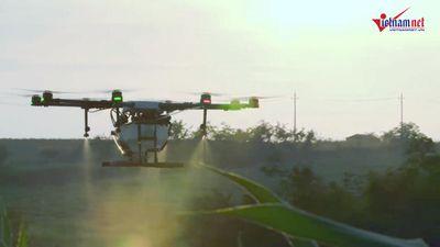 Phi công lái drone một nghề cực hót vùng nông thôn Trung Quốc