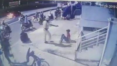Hai thanh niên trong clip bị CSGT chĩa súng, tung chân đá ở Sài Gòn là quái xế