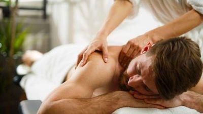 Thường xuyên đi massage kích dục, cụ ông 70 tuổi bị rận mu tấn công