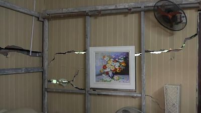 Dân Hà Nội sợ hãi sống trong những ngôi nhà nứt toác