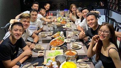 Quang Hải và và Nhật Lê mừng sinh nhật tuổi 20 của Văn Hậu
