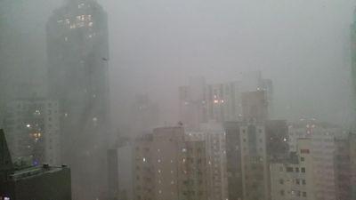 Hong Kong 'thất thủ' trong cơn mưa lớn đầu mùa