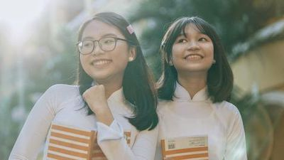 Phương Mỹ Chi xinh đẹp và ra dáng thiếu nữ trong MV chủ đề học đường