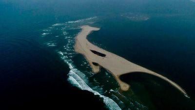 Bí ẩn cồn cát như khủng long nổi giữa biển Quảng Nam