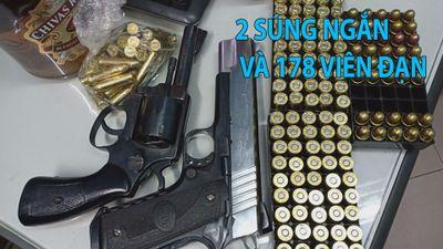 Bắt người mang 2 súng ngắn và 178 viên đạn ngay cửa ngõ TP.HCM