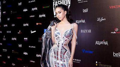 Hoa hậu Tiểu Vy ngày càng mặc hở táo bạo