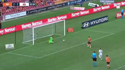 Cú đá penalty sỉ nhục thủ môn của sao A.League