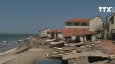 Biển Cửa Đại tan hoang do bị xâm thực, sạt lở nghiêm trọng