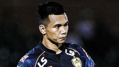 Fan quốc tế châm chọc với pha câu giờ tai hại của thủ môn V.League
