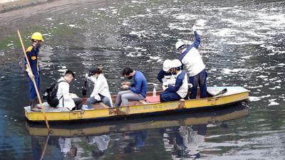 Lấy mẫu giám định nước sông Tô Lịch sau 3 ngày lắp máy nano