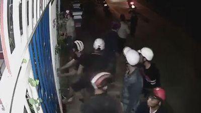 Hãi hùng nhóm thanh niên đi xe máy cố đột nhập nhà dân trong đêm