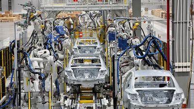 Có gì bên trong nhà máy sản xuất xe VinFast trước ngày vận hành?